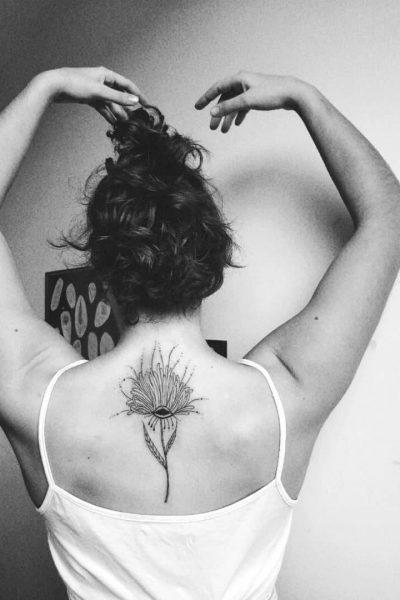 zelie-tatouage-fleur-dos